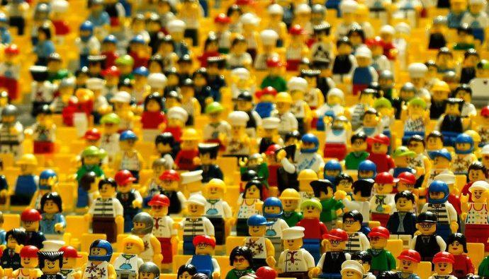 Viele Menschen - LEGO - Faktum Magazin