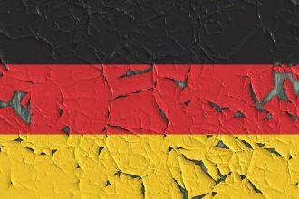 Bundesrepublik Deutschland - angegriffene Fahne - Faktum Magazin