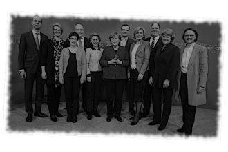 Merkels Gruselkabinett – Ein Medienspiegel