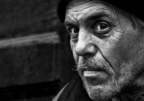 Armut - Tafel - Mann - Faktum Magazin