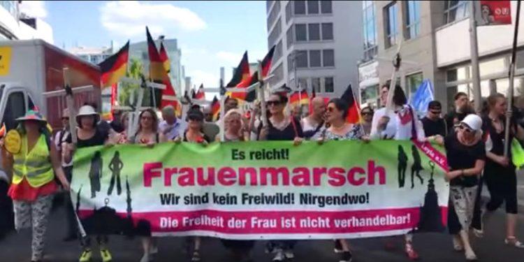 Frauenmarsch zum Kanzleramt - Juni 2018 - Faktum Magazin