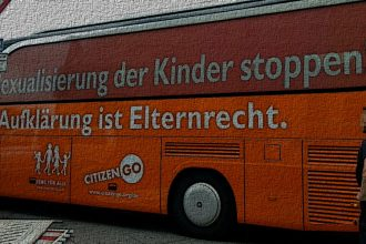 Bus der Meinungsfreiheit in Berlin - Faktum Magazin